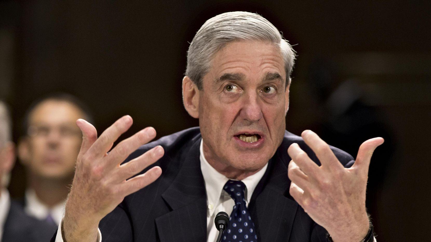 En esta imagen del 19 de junio de 2013, el exdirector del FBI Robert Mueller testifica en el Capitolio en Washington. El 17 de mayo de 2017, el Departamento de Justicia dijo que nominaría a Mueller como asesor especial para supervisar la investigación de la interferencia de Rusia en las elecciones presidenciales. o) (AP/J SCOTT APPLEWHITE)