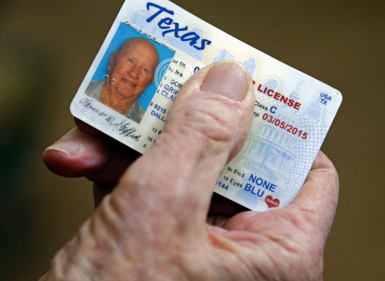El Departamento de Seguridad Pública de Texas requiere a solicitantes de licencia de conducir proveer prueba de ciudadanía o estatus legal en el país.