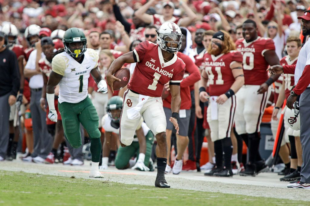 NORMAN, OK - SEPTEMBER 29: Quarterback Kyler Murray #1 of the Oklahoma Sooners runs the sideline against the Baylor Bears at Gaylord Family Oklahoma Memorial Stadium on September 29, 2018 in Norman, Oklahoma. Oklahoma defeated Baylor 66-33. (Photo by Brett Deering/Getty Images)