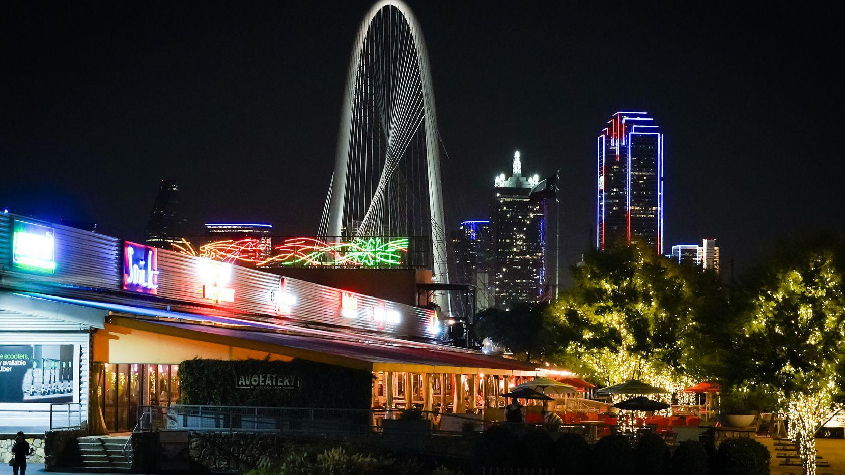 Urbanistas de Trinity Groves en West Dallas se aprestan a construir un edificio de 30 pisos al borde del río Trinity.