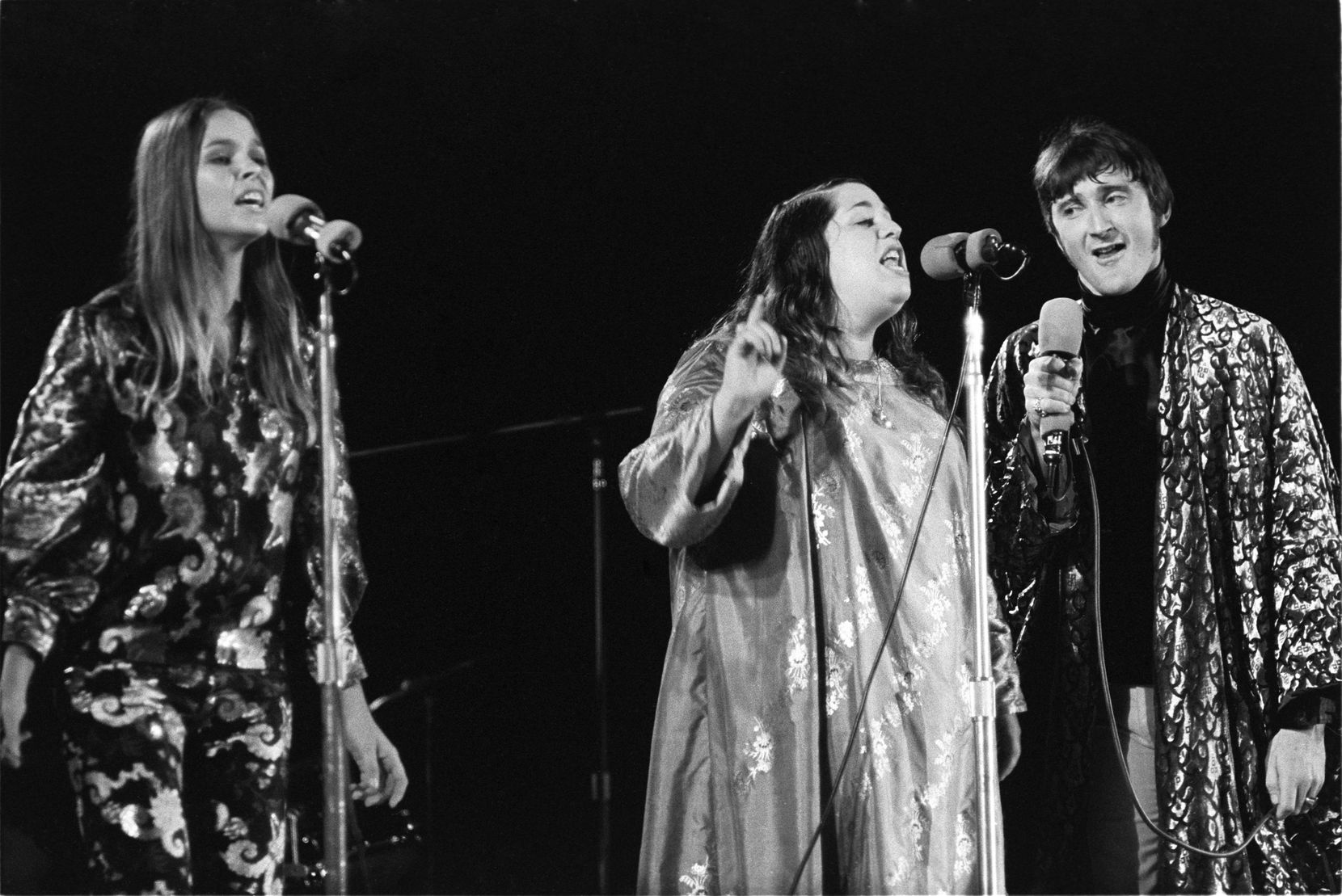 Michelle Phillips, Cass Elliot and Denny Doherty of the Mamas and the Papas. (Photo by Henry Diltz)