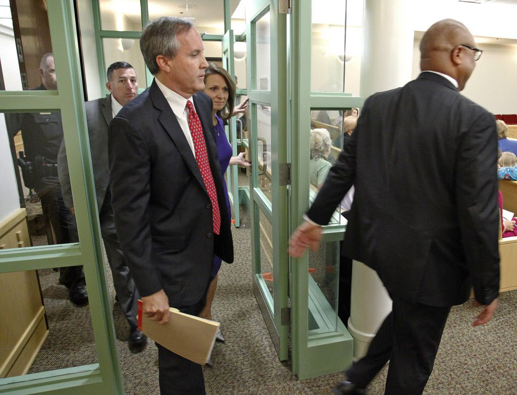 Texas Attorney Gen. Ken Paxton, left, arrives in court for a hearing on Paxton's felony securities indictment, Thursday, Aug. 27, 2015, at the Tarrant County Courthouse in Fort Worth, Texas. (Star-Telegram/Rodger Mallison via AP, Pool)