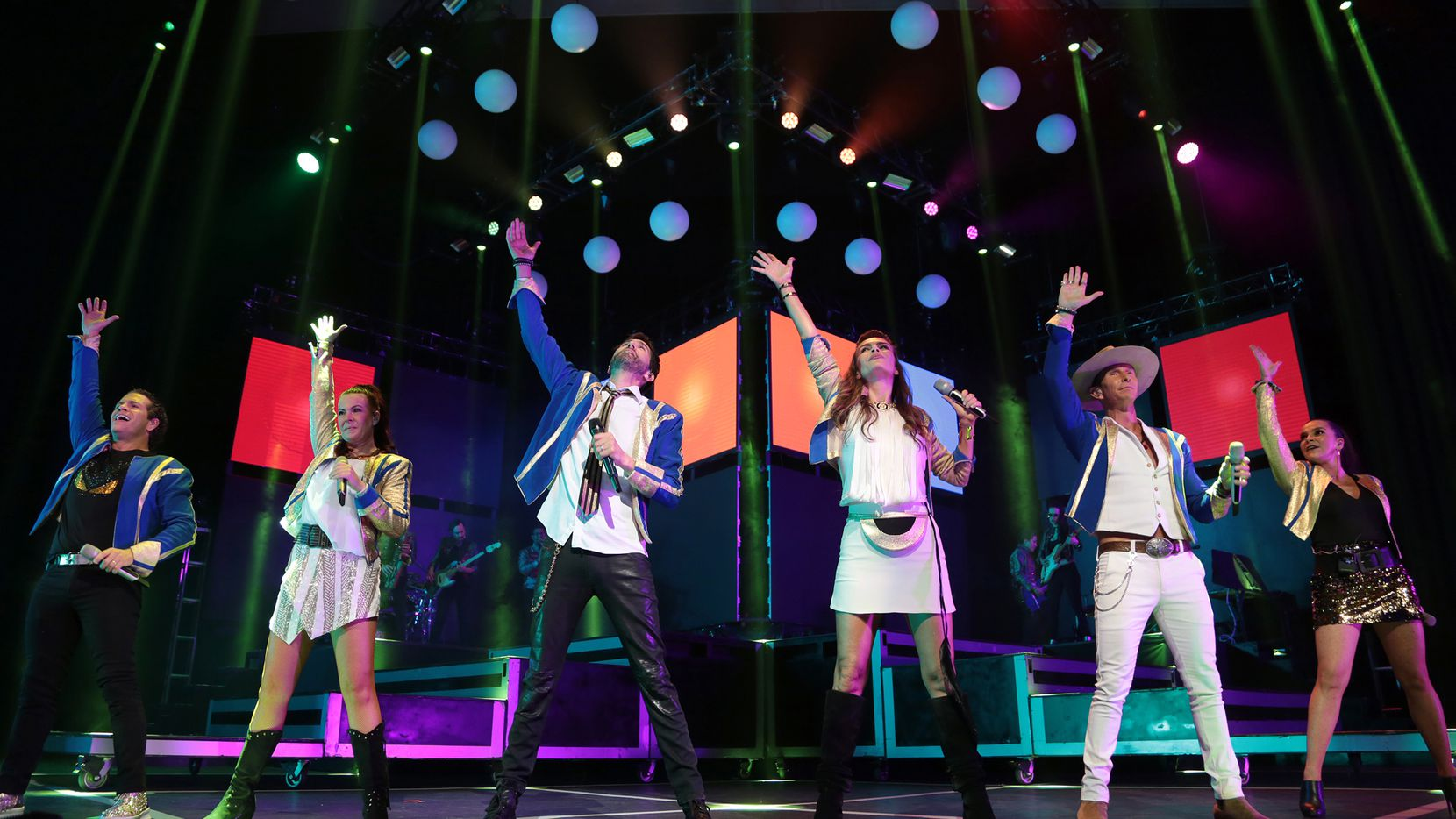 El grupo Timbiriche se presentó la noche del domingo en el Verizon Theatre. (FOTO ESPECIAL PARA AL DIA/MARIA R. OLIVAS)