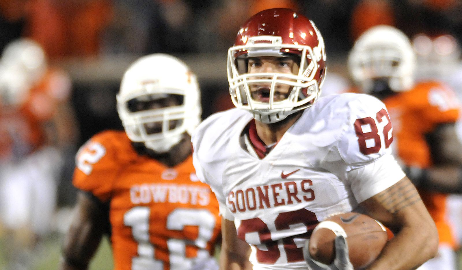 FILE - In this Nov. 27, 2010, file photo, Oklahoma's James Hanna outruns the Oklahoma State defense for a touchdown late in the fourth quarter of an NCAA college football game in Stillwater, Okla. The Cowboys trailed 40-38 when Oklahoma got the ball back late in the game. Instead of getting a stop, Oklahoma State gave up Landry Jones' 76-yard touchdown pass to Hanna that put the game away. (AP/Enid News & Eagle, Billy Hefton, File) 12032011xBRIEFING