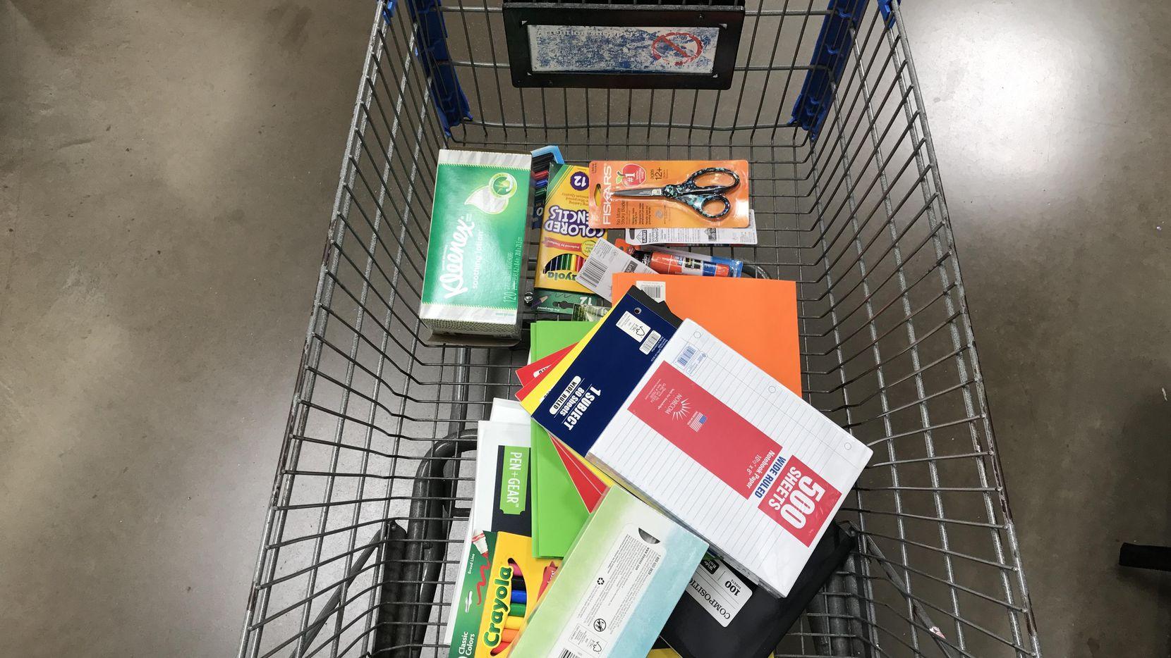 Comprar los útiles para la escuela puede complicarse pues no todas las tiendas tienen lo que uno busca. RYAN MICHELESKO/DMN