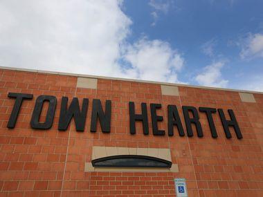 Town Hearth es un restaurante localizado en el Design District de Dallas. Un empleado que trabajó ahí hasta el 13 de marzo dio positivo al coronavirus. (DMN)