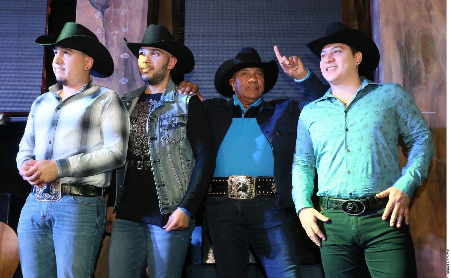 Integrantes de Bronco; José, guitarrista, René, bajista, Javier, baterista y Ramiro Jr., tecladista y acordeonista.