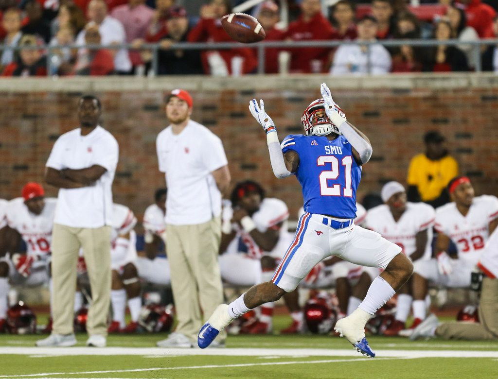 Southern Methodist Mustangs wide receiver Reggie Roberson Jr. (21) receives a pass during a matchup between the Southern Methodist Mustangs and the Houston Cougars on Saturday, Nov. 3, 2018 at Ford Stadium in Dallas. (Ryan Michalesko/The Dallas Morning News)