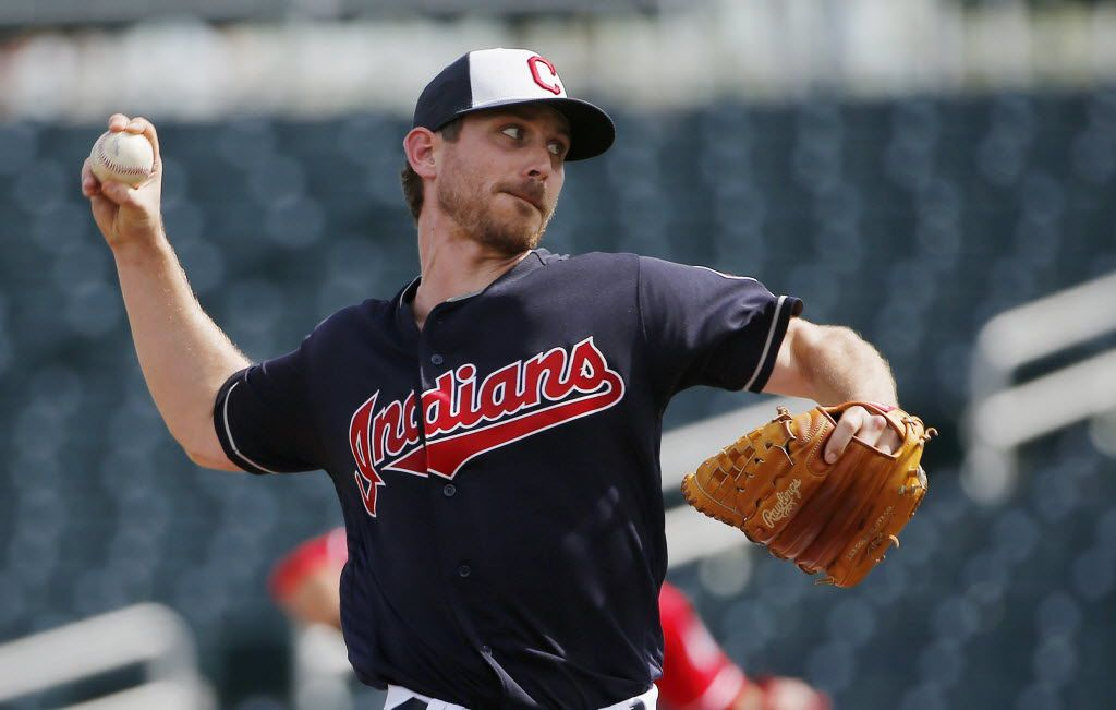 Cleveland Indians' Josh Tomlin throws a pitch during the first inning of a spring baseball game Tuesday, March 1, 2016, in Goodyear, Ariz. (AP Photo/Ross D. Franklin)