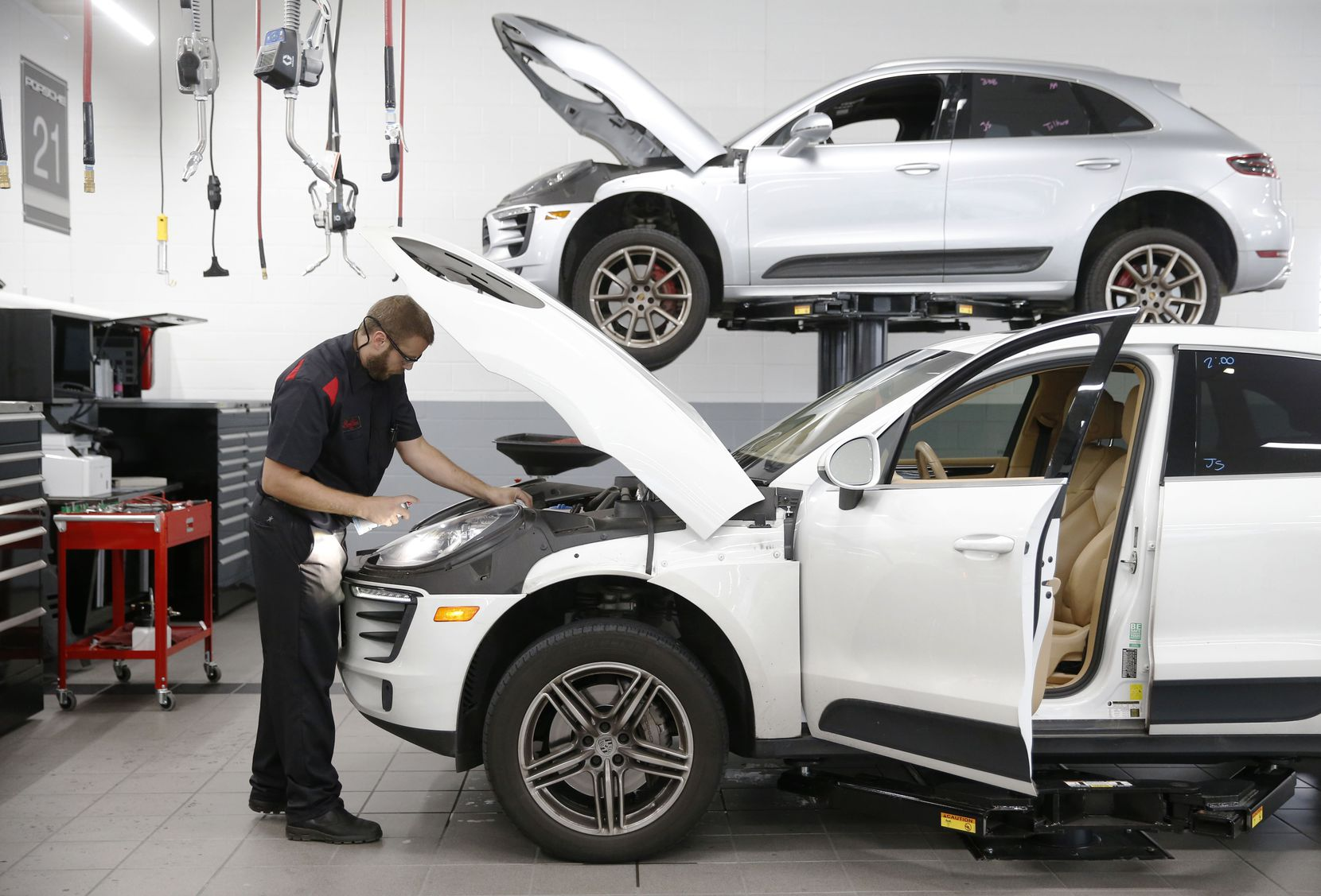 Service technician Mark Giardina finished up work on an SUV at Porsche Grapevine in 2018.