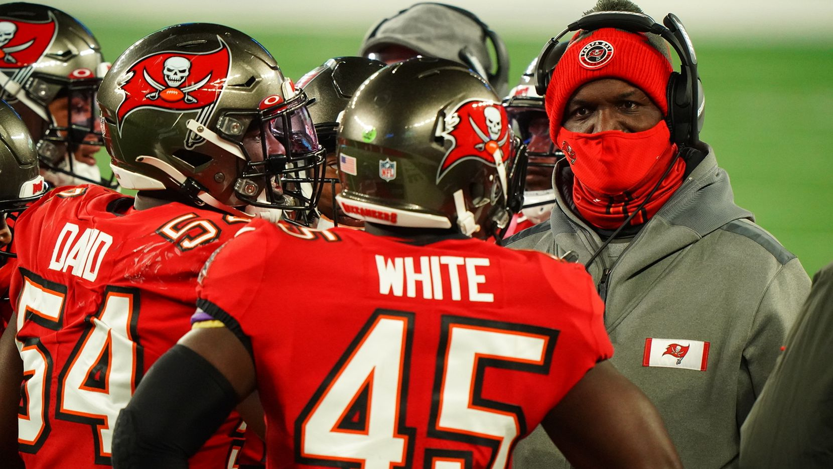 Tampa Bay Buccaneers defensive coordinator Todd Bowles with players during game vs New York Giants at MetLife Stadium.