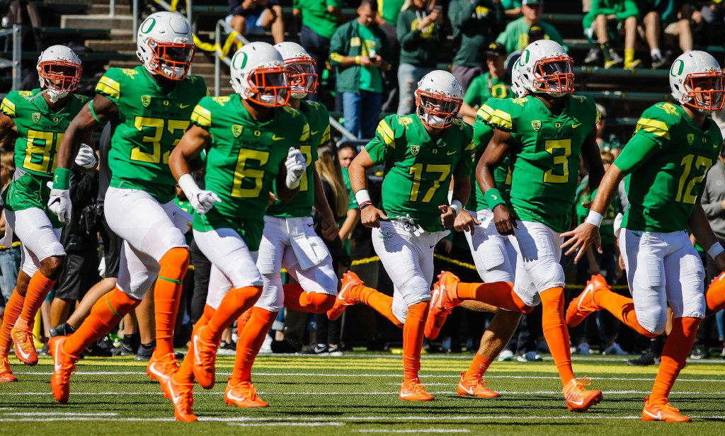 Oregon prepares to play Colorado in an NCAA college football game Saturday, Sept. 24, 2016 in Eugene, Ore. (AP Photo/Thomas Boyd)