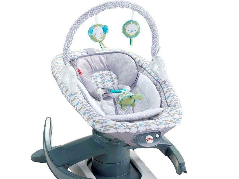 En esta foto provista por la la Comisión de Seguridad de Productos para el Consumidor de EEUU se ve la silla mecedora automática para bebés de Fisher-Price 4-in-1 Rock 'n Glide Soothers. Fisher-Price retirará del mercado la silla después de la muerte de cuatro bebés, se informó el 7 de junio de 2021.