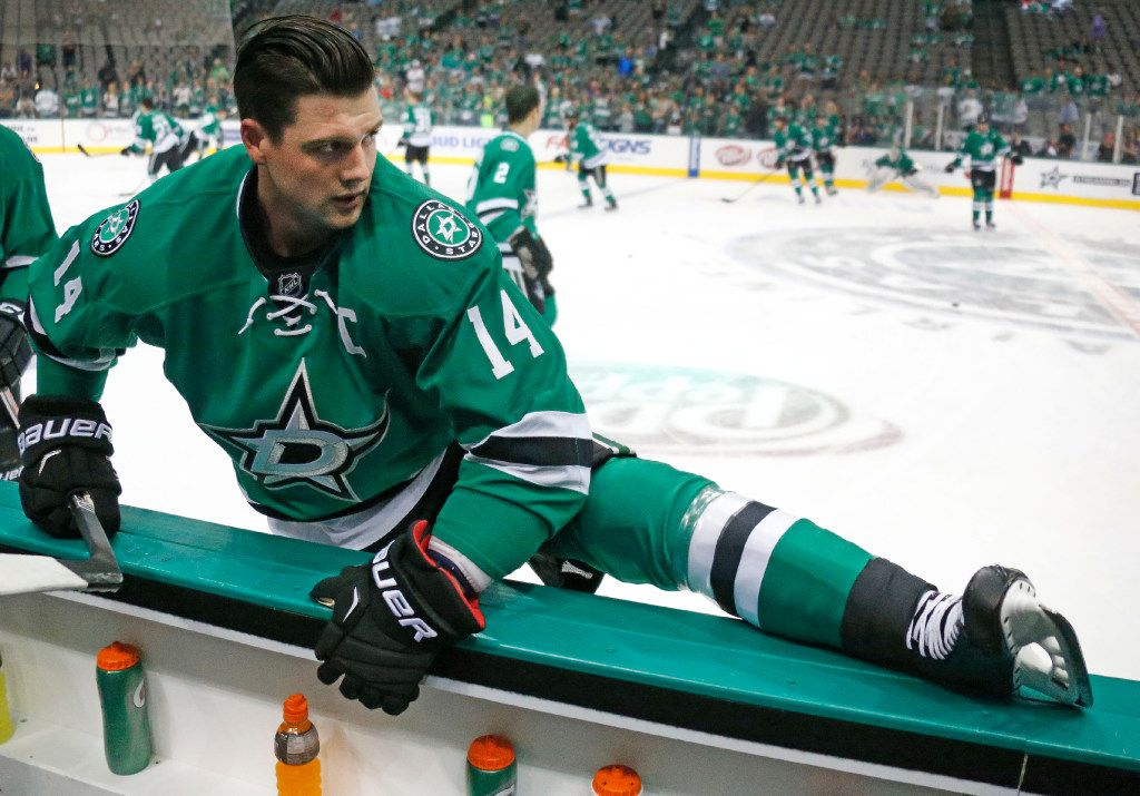 Dallas Stars left wing Jamie Benn (14) loosens up before the Anaheim Ducks vs. the Dallas Stars NHL hockey game at the American Airlines Center on Thursday, October 13, 2016. (Louis DeLuca/The Dallas Morning News)