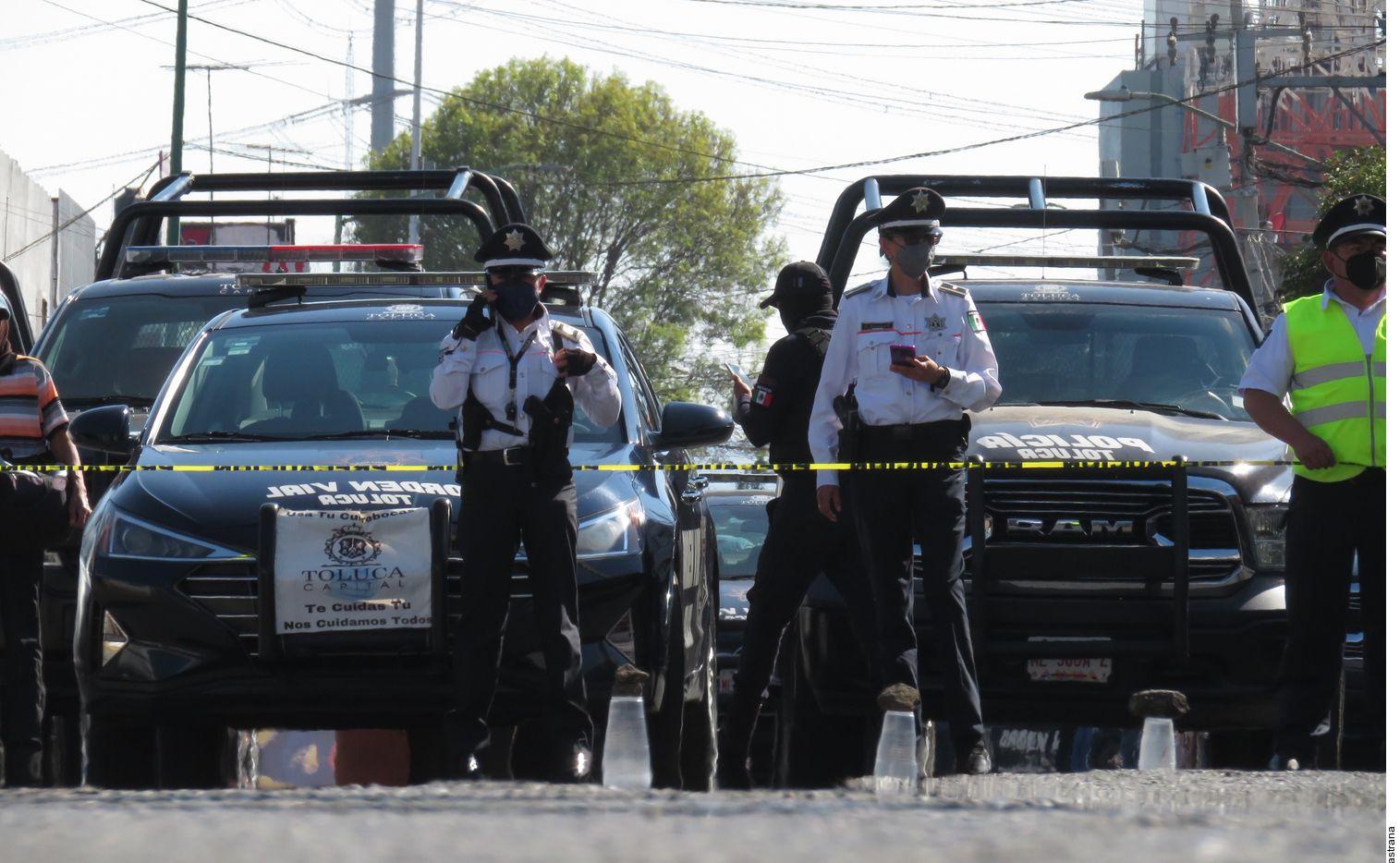 Dos personas fueron arrestadas por su probable participación en el delito de maltrato animal en el municipio de Tlalnepantla, en el estado de México.