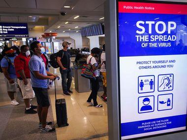 CDC cambió su alerta para México de nivel 3 a 4 el 21 de noviembre, por el numero de casos de coronavirus en ese país. Pide no viajar a México.