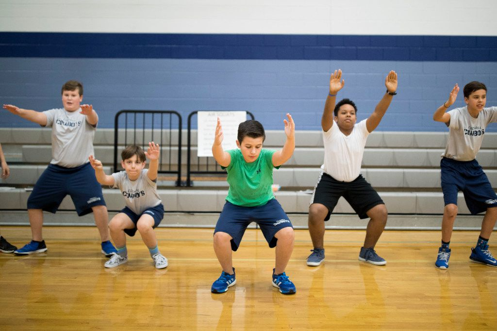 Tyler Siefken (center) does lunges during a seventh-grade PE class at Cockrill Middle School in McKinney. (Ting Shen/The Dallas Morning News)