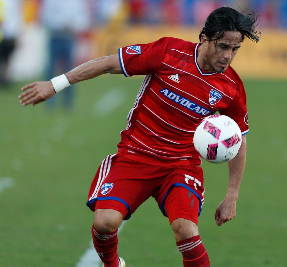 FC Dallas forward Mauro Rosales (77) handles the ball against Seattle Sounders in the second half at Toyota Stadium in Frisco, Texas Oct. 16, 2016.  FC Dallas won the game 2-1. (Nathan Hunsinger/The Dallas Morning News)