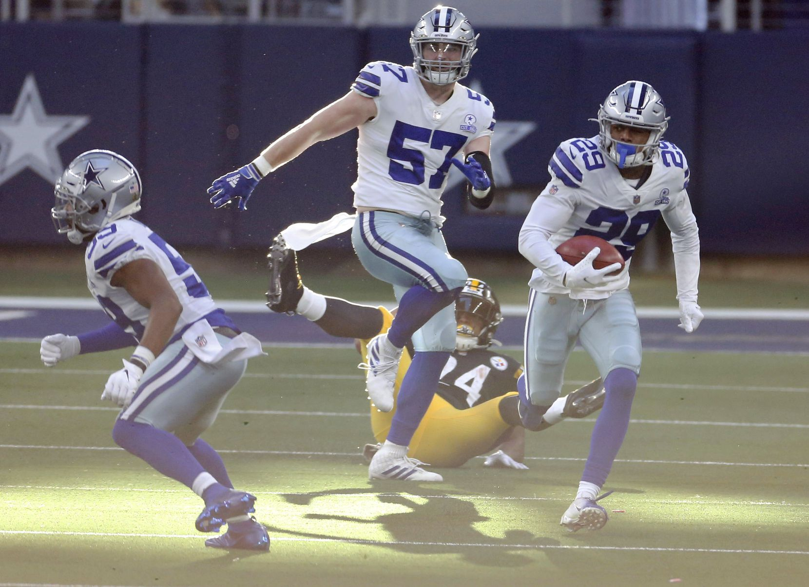 Dallas Cowboys cornerback C.J. Goodwin (29) runs up the field on a kickoff return in a game against the Pittsburgh Steelers during the second quarter of play at AT&T Stadium in Arlington, Texas on Sunday, November 8, 2020. (Vernon Bryant/The Dallas Morning News)