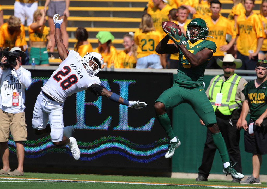 Baylor wide receiver Denzel Mims, right, pulls down a touchdown pass over UTSA cornerback Cassius Grady, left, in the first half of an NCAA college football game, Saturday, Sept. 7, 2019, in Waco, Texas. (Rod Aydelotte/Waco Tribune-Herald via AP)