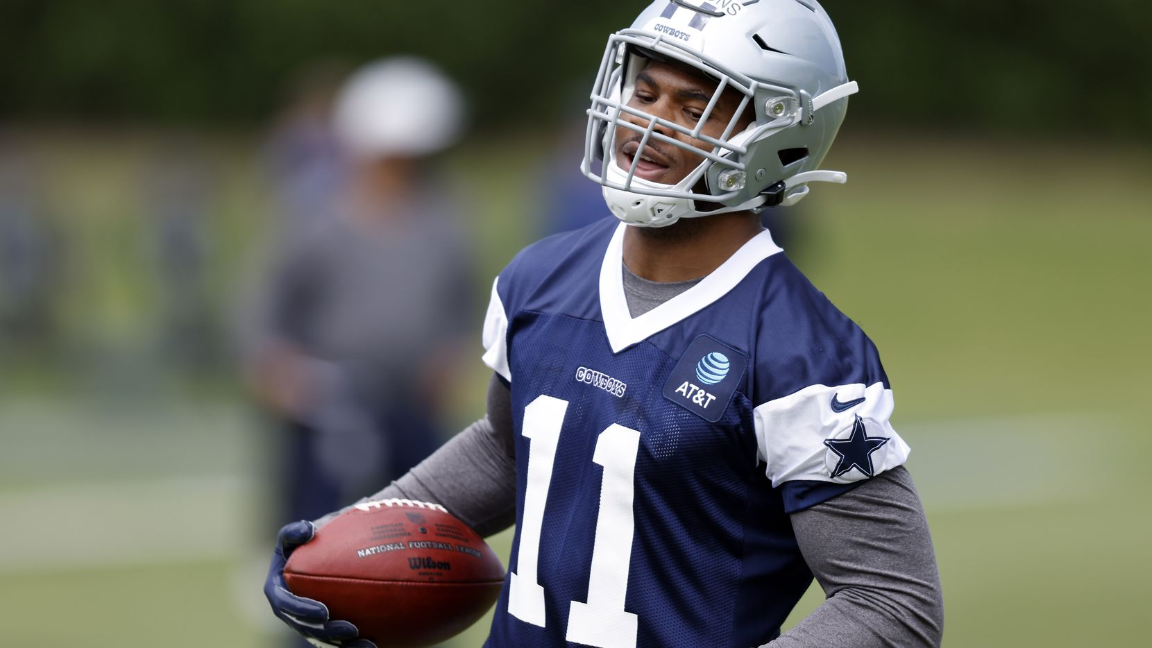 Dallas Cowboys rookie linebacker Micah Parsons (11) carries the ball during rookie minicamp at the The Star in Frisco, Texas, Friday, May 14, 2021. (Tom Fox/The Dallas Morning News)