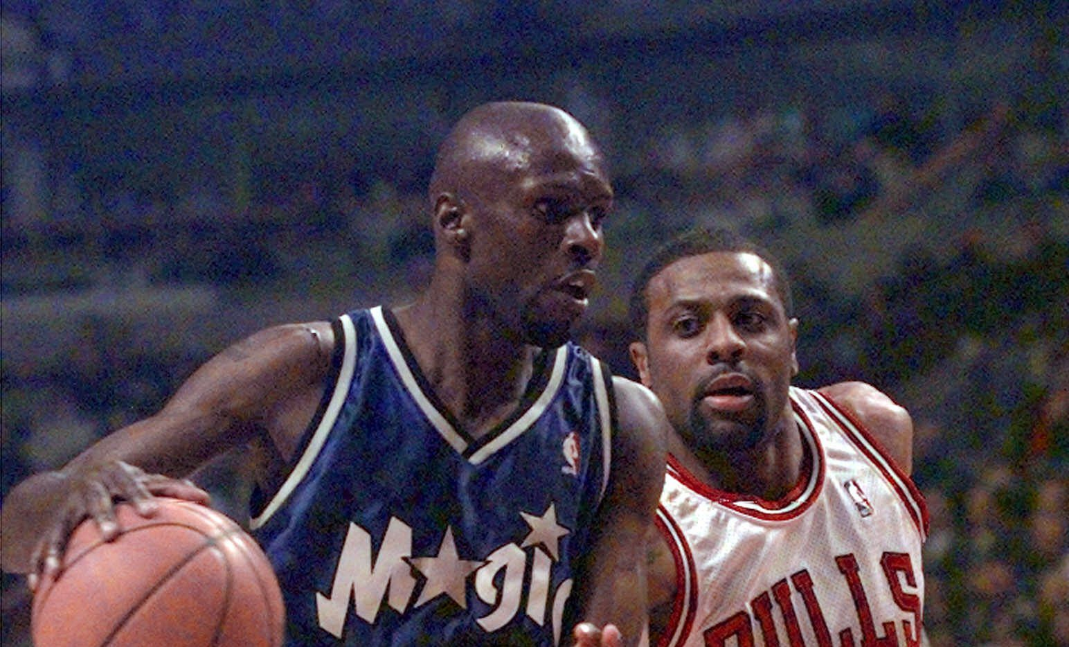 Orlando Magic's Darrell Armstrong (10) drives around Chicago Bulls' Randy Brown in the first quarter Monday, March 20, 2000, in Chicago.