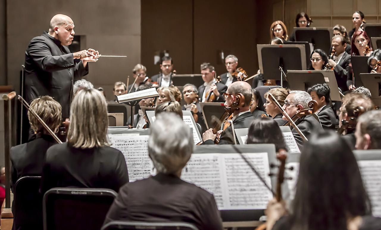Music director Jaap van Zweden commanded Mahler's Third Symphony both intellectually and viscerally, and the Dallas Symphony Orchestra played stunningly.