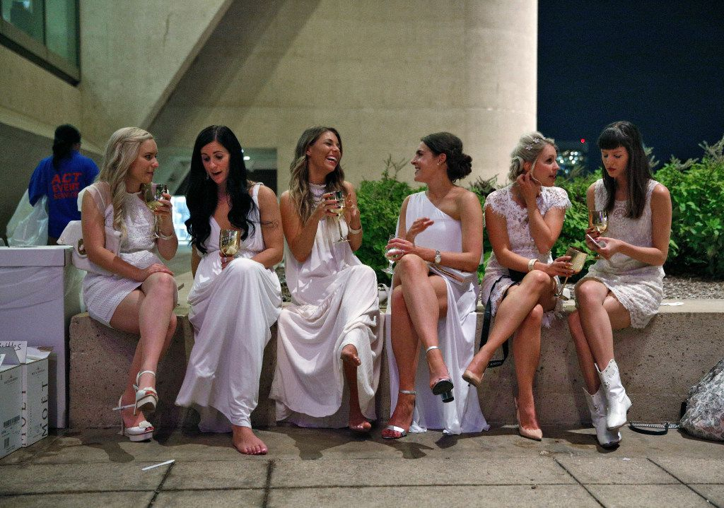 What to wear to Diner en Blanc Dallas? White, of course, and white only.