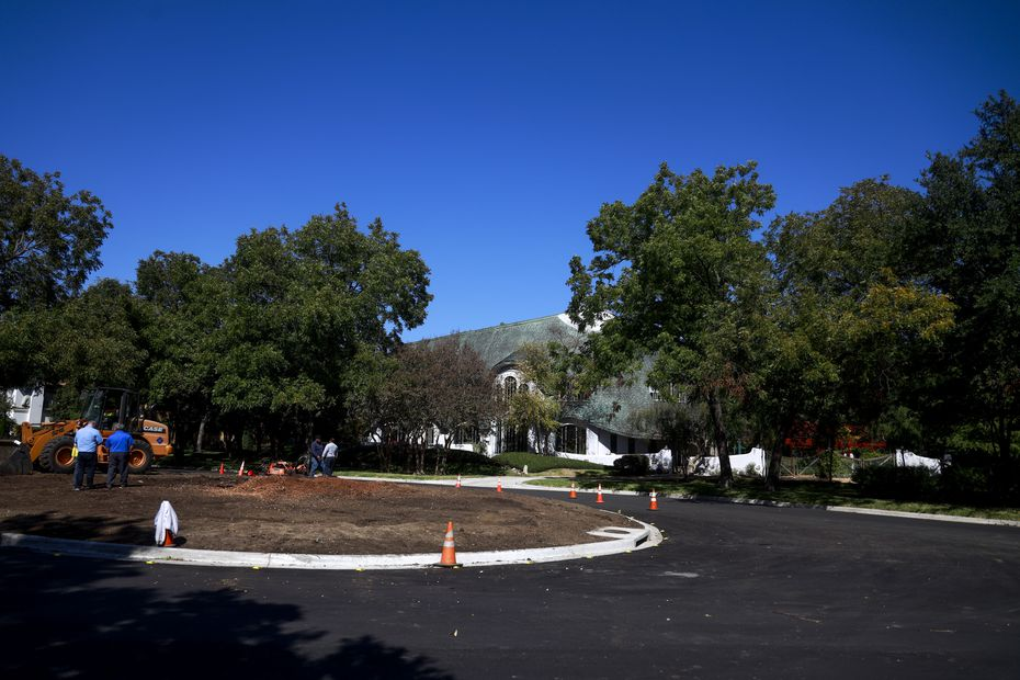 Without the 75-foot-tall, 75-foot-wide pecan at Armstrong Parkway and Preston Road, houses like this one behind the historic tree will be more visible.