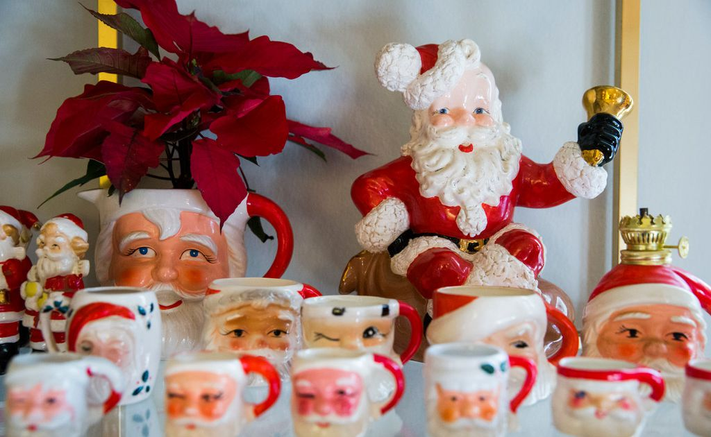 Serious About Santa Dallas Woman Has A Handle On 200 Vintage Mugs And She S Thirsty For More