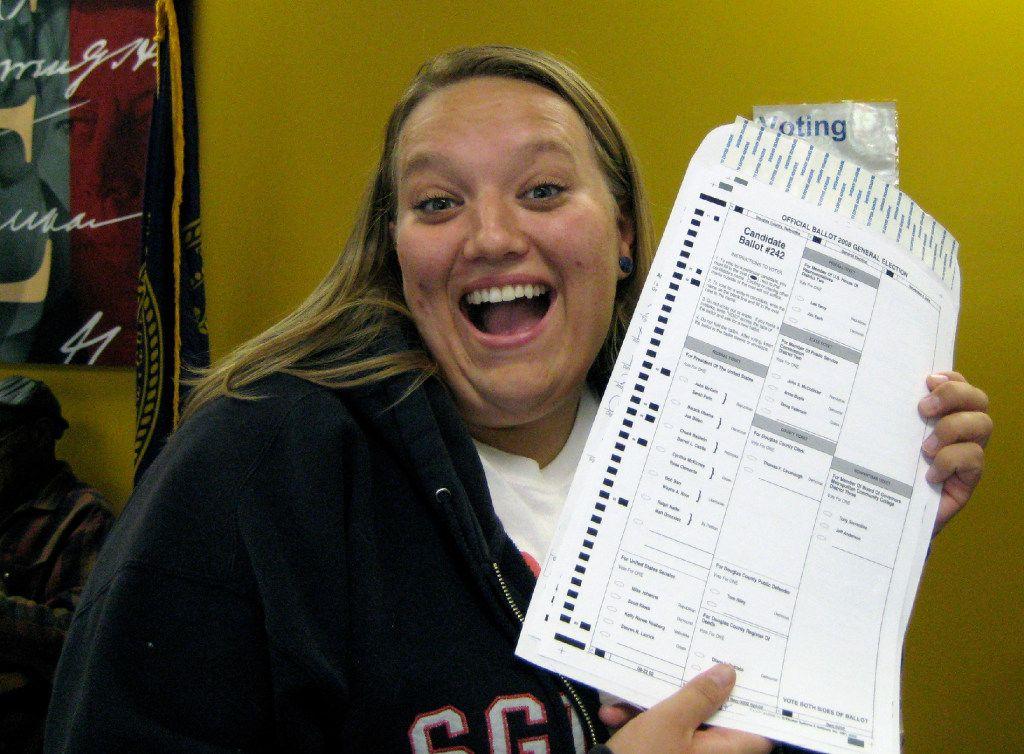 """Nikola Halycyone Jordan, se tomó una foto con su boleta electoral en el 2008 en Nebraska. Este estado si permite los """"selfies"""" en las casillas. (CORTESÍA de NIKOLA HALYCYCONE JORDAN VIA AP/ARCHIVO)"""