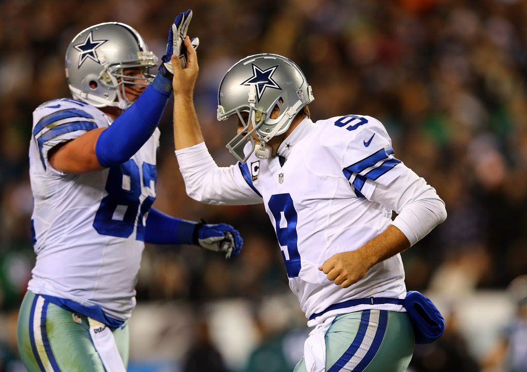 PHILADELPHIA, PA - DECEMBER 14:  Tony Romo #9 of the Dallas Cowboys high fives Jason Witten #82 after a touchdown in the first quarter against the Philadelphia Eagles at Lincoln Financial Field on December 14, 2014 in Philadelphia, Pennsylvania.  (Photo by Elsa/Getty Images) 12262014xBRIEFING