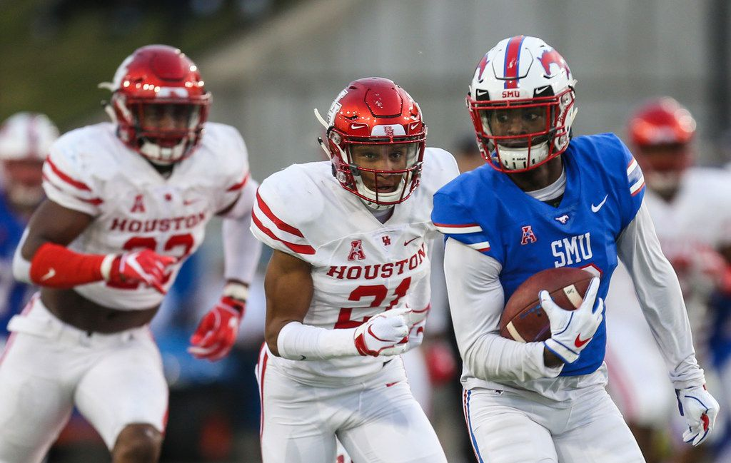 Southern Methodist Mustangs wide receiver James Proche (3) breaks away from Houston Cougars defensive back Gleson Sprewell (21) and linebacker Austin Robinson (22)  during a matchup between the Southern Methodist Mustangs and the Houston Cougars on Saturday, Nov. 3, 2018 at Ford Stadium in Dallas. (Ryan Michalesko/The Dallas Morning News)