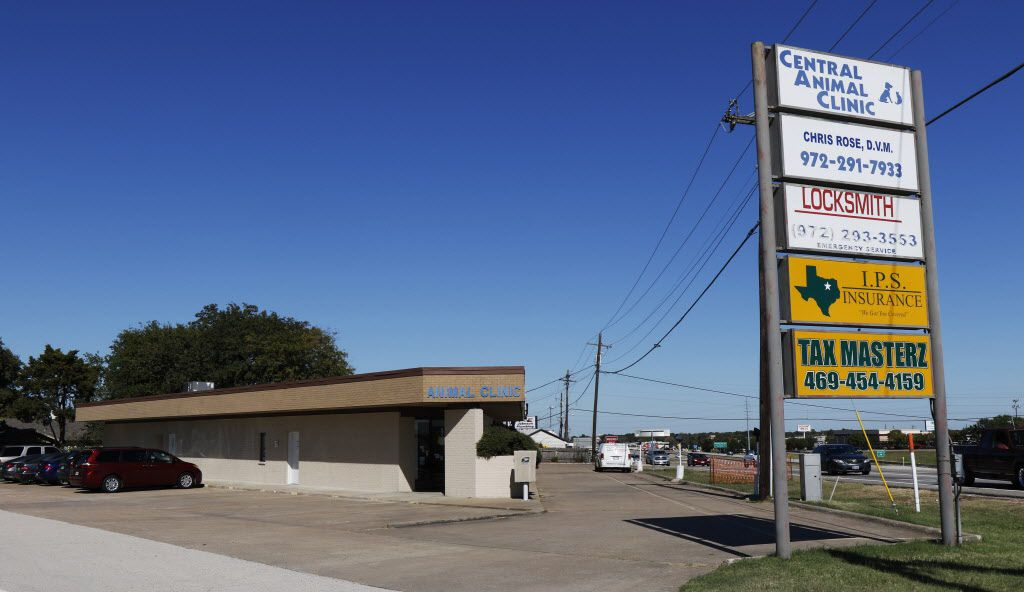 Cedar Hill Mayor Rob Franke and a business partner own this strip shopping center at the intersection of U.S. Highway 67 and Belt Line Road in Cedar Hill.