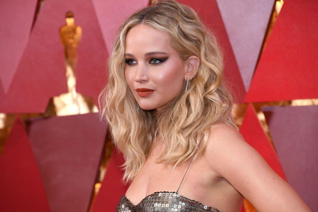 En esta fotografía de archivo se ve a Jennifer Lawrence llegando a la ceremonia de los 90 entrega de los Premios Oscar. Lawrence está embarazada de su primer bebé.