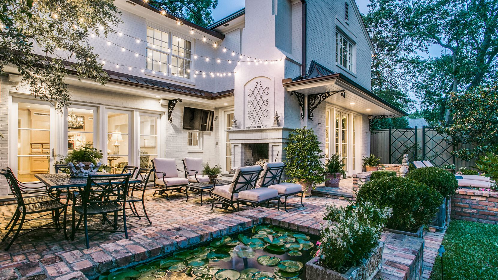 Buyers are looking for outdoor rooms surrounded by greenery and amenities, such as ponds and fire pits.