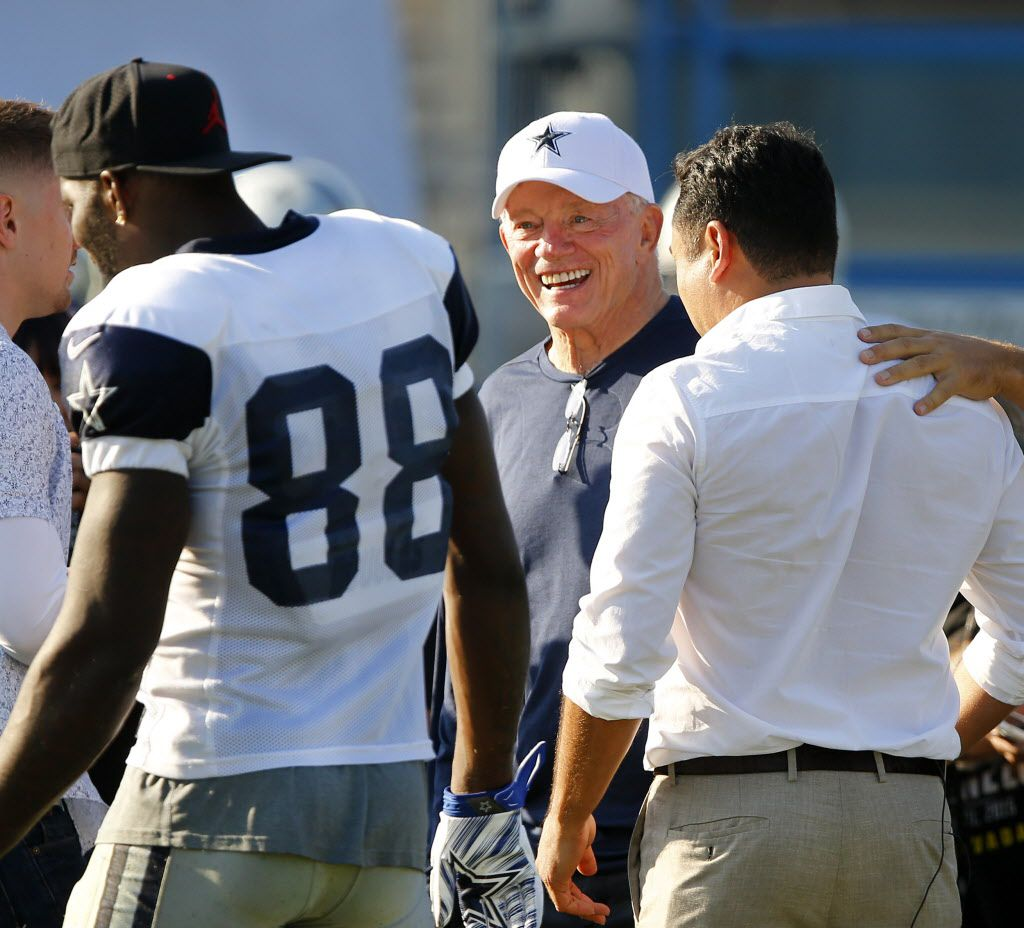 Former boxer and now promoter 'Golden Boy' Oscar De La Hoya (right) spent the afternoon at practice with Dallas Cowboys owner Jerry Jones at training camp in Oxnard, California, Tuesday, August 9, 2016. (Tom Fox/The Dallas Morning News)