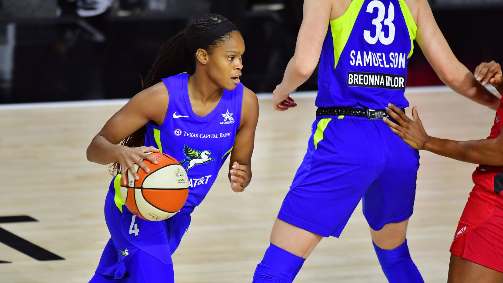 PALMETTO, FLORIDA - AUGUST 08: Moriah Jefferson #4 of the Dallas Wings dribbles during the first half of a game against the Atlanta Dream at Feld Entertainment Center on August 08, 2020 in Palmetto, Florida. (Photo by Julio Aguilar/Getty Images)