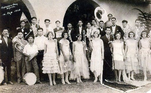 An unidentified group celebrates Mexican Independence Day on Sept. 16, 1928, at Pike Park in Dallas' Little Mexico.