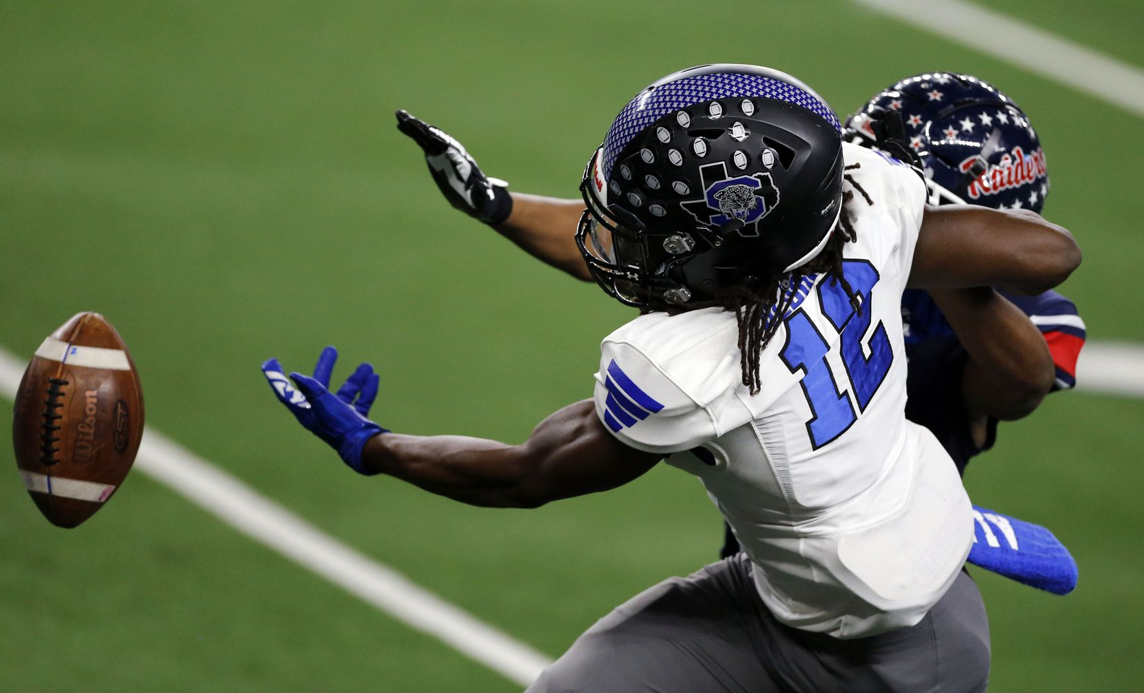 Mansfield Summit's Asa Aldridge (12) can't get to a pass during the first half of the Class 5A Division I state semifinal football playoff game against the Denton Ryan at AT&T Stadium in Arlington on Friday, January 8, 2021. (John F. Rhodes / Special Contributor)