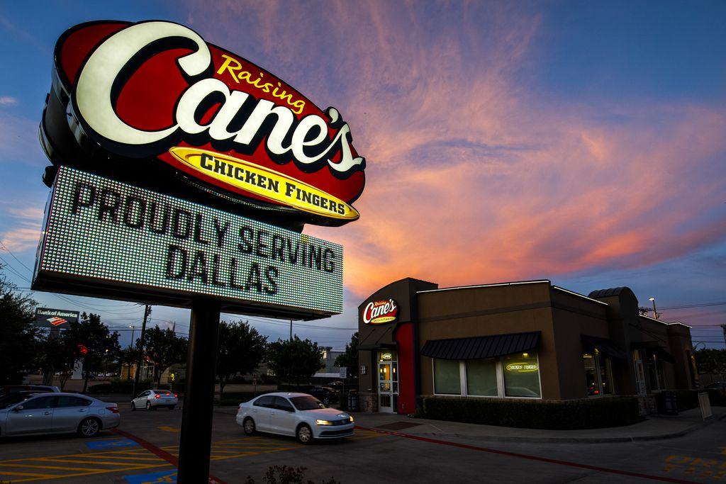 Raising Cane's llega a Oak Cliff con sus Chicken Fingers o tiras de pollo. DMN
