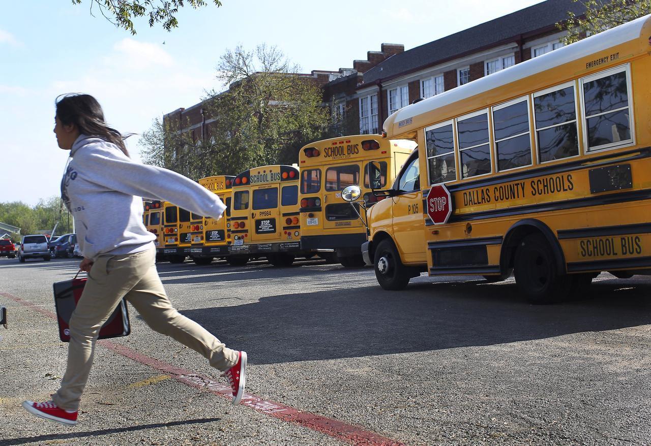 El DISD pidió a los estudiantes tener cuidado luego de varios robos. DMN