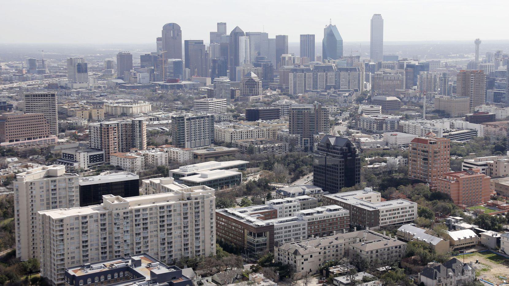 Aunque existe una moratoria para pagar arriendos en los condados de Dallas y Tarrant, esta sería insuficiente, dice un concejal.