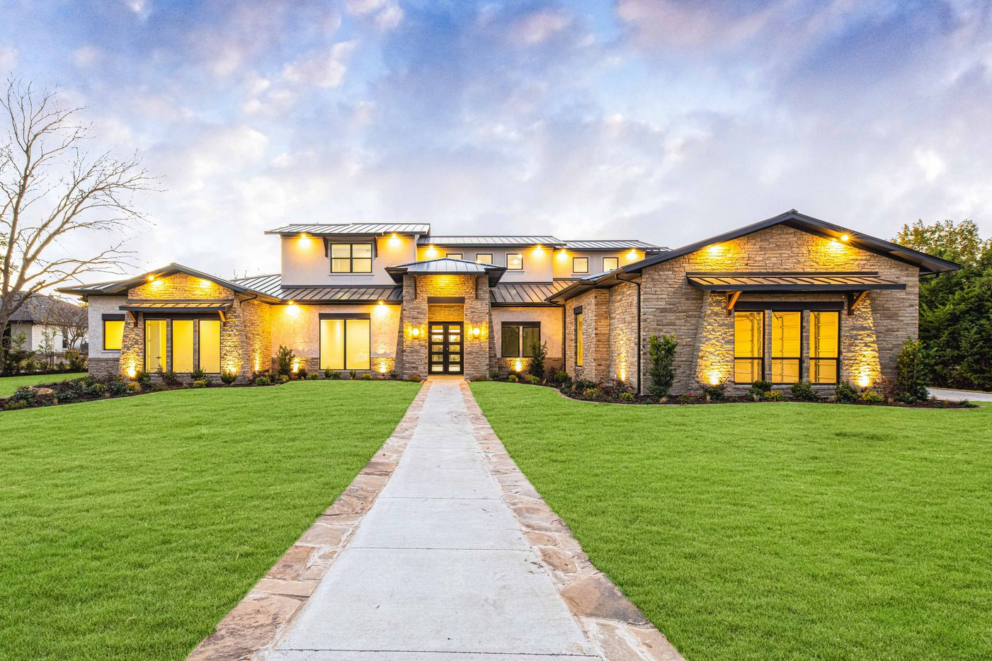 A look at the exterior of 1420 Hubbard Drive in Heath, TX.