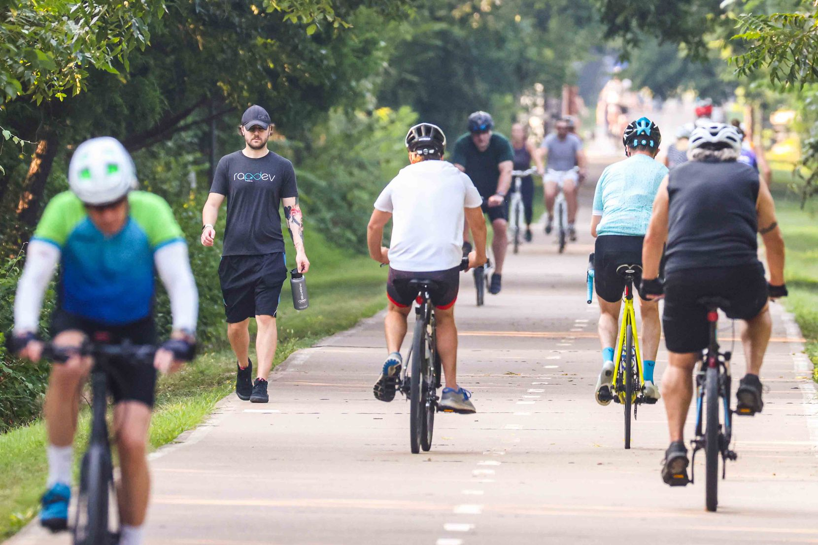 The swarm of people walking and riding bikes at White Rock Lake in Dallas on Wednesday included almost no one in masks.