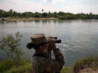 Fotografía de 2018 que muestra a un elemento de la Texas National Guard en labores de vigilancia junto al Río Grande, en una sección del condado Starr, al sur de Texas.
