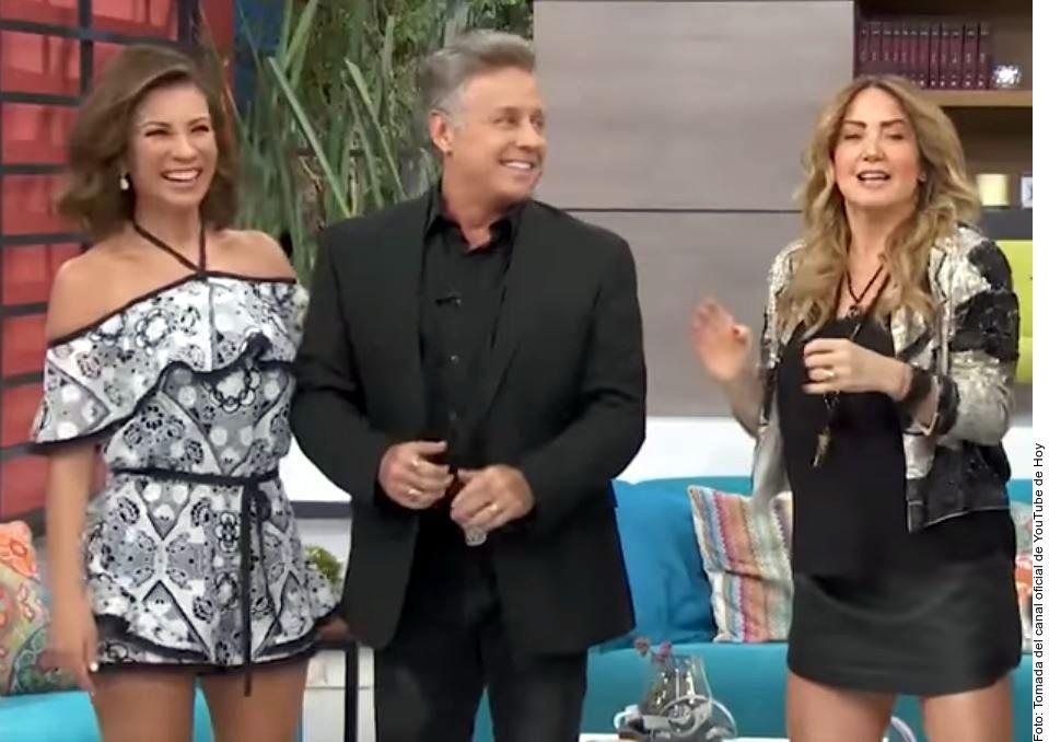 La conductora Ingrid Coronado (izq.) fue presentada como una de las invitadas al programa Hoy de Televisa, junto a Alexis Ayala (centro), y confesó que cualquier cosa puede pasar./ AGENCIA REFORMA