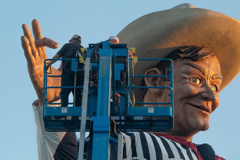 Fair Park personnel repair the drooping middle finger of Big Tex at Fair Park in Dallas on Thursday, Sep. 26, 2019. He was fixed just before sundown.
