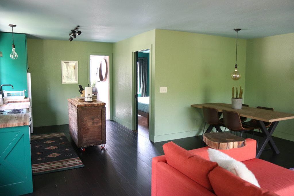 A look at the The Green Escape on the Devil's Backbone listing on VRBO.