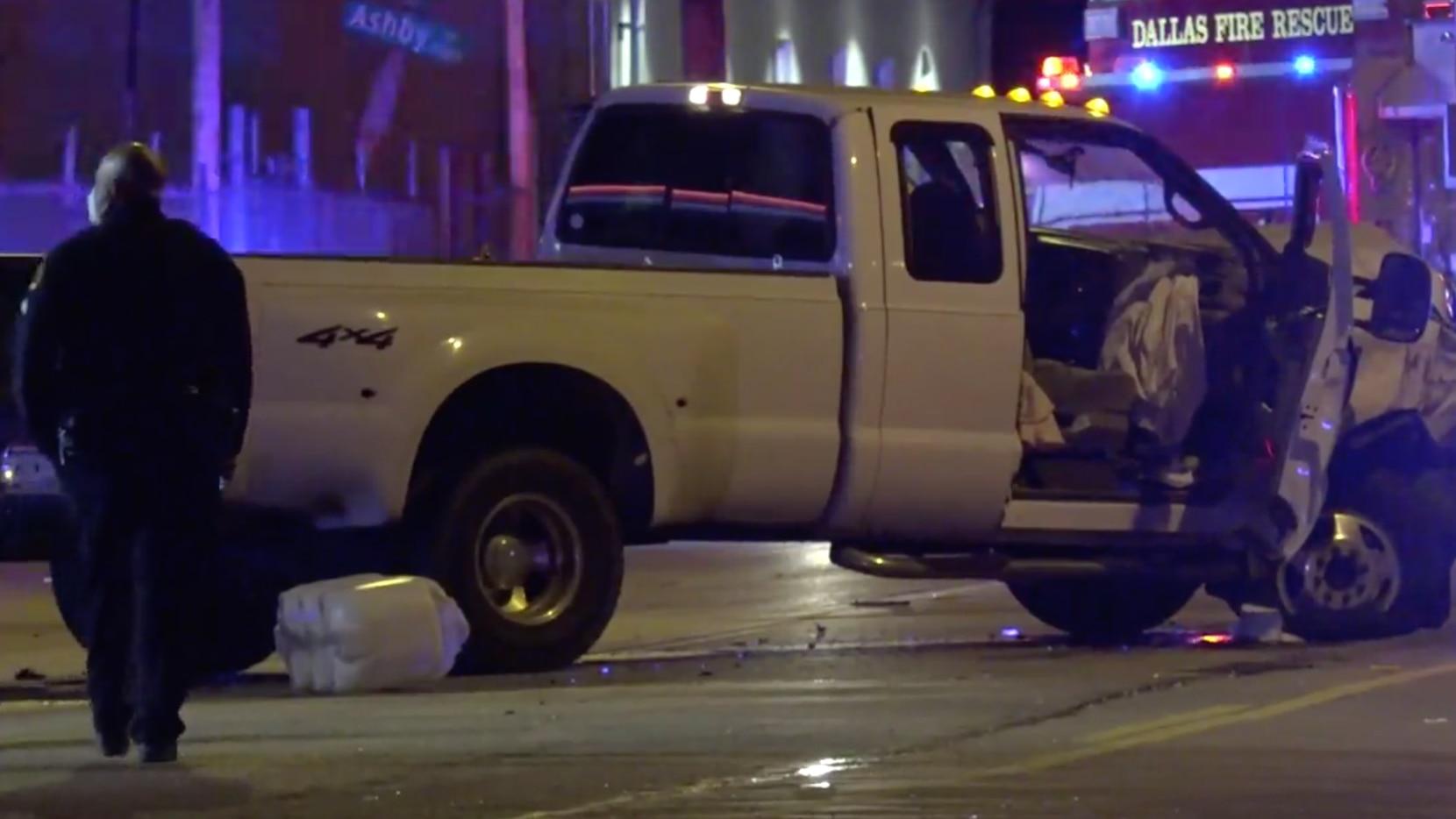 Dos personas están bajo custodia policial luego de un choque fatal la madrugada del viernes en Old East Dallas.